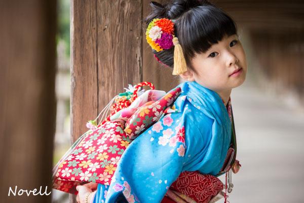吉備津神社の回廊と女の子